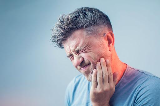 ¿Sabías que en España la baja laboral por un implante dental es de 4 días?